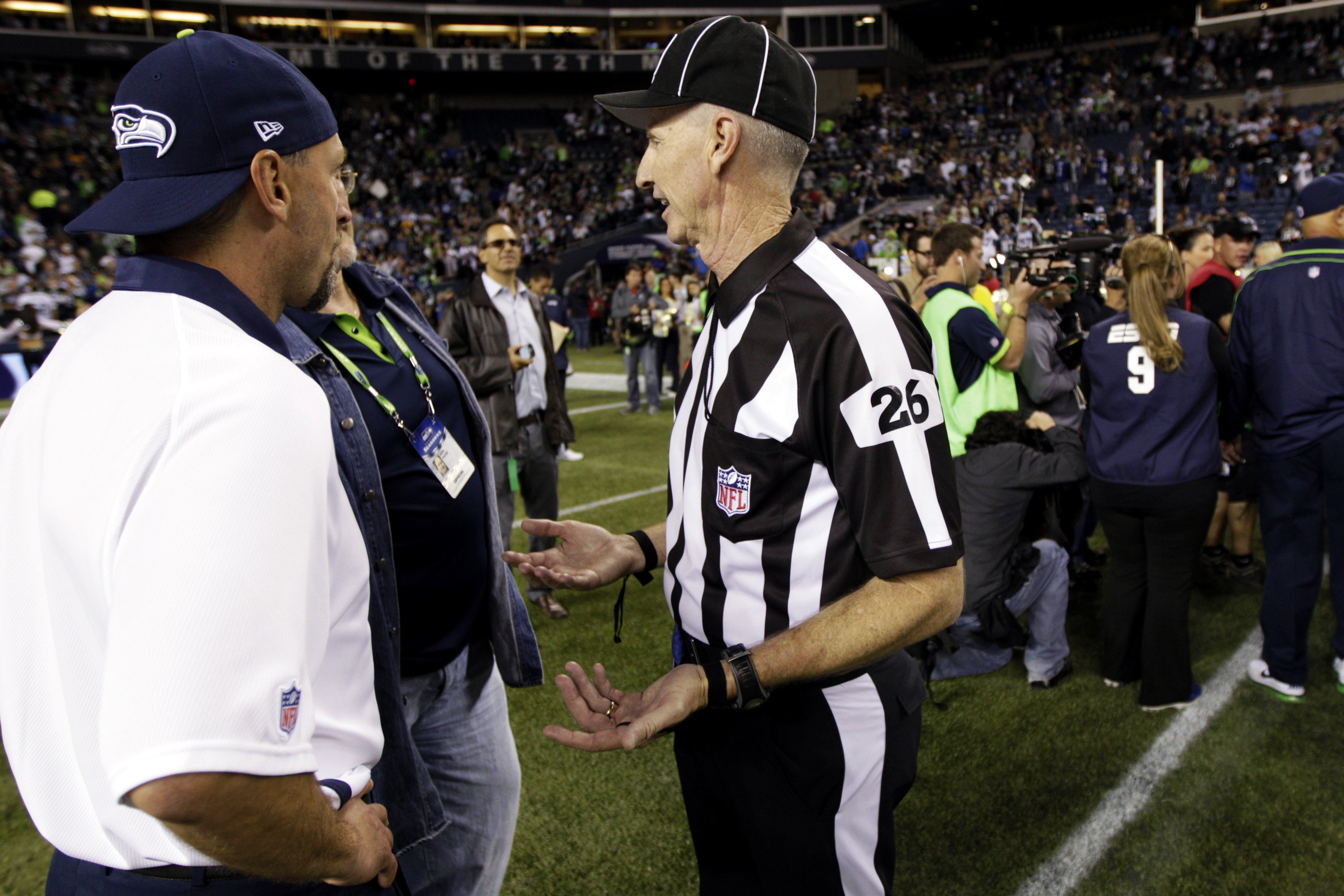 The Scab Who Blew The Seattle Touchdown Call Now Wants To Get P…