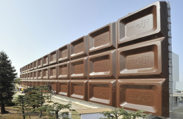There's a Huge Chocolate Bar in Osaka. You Cannot Eat It.