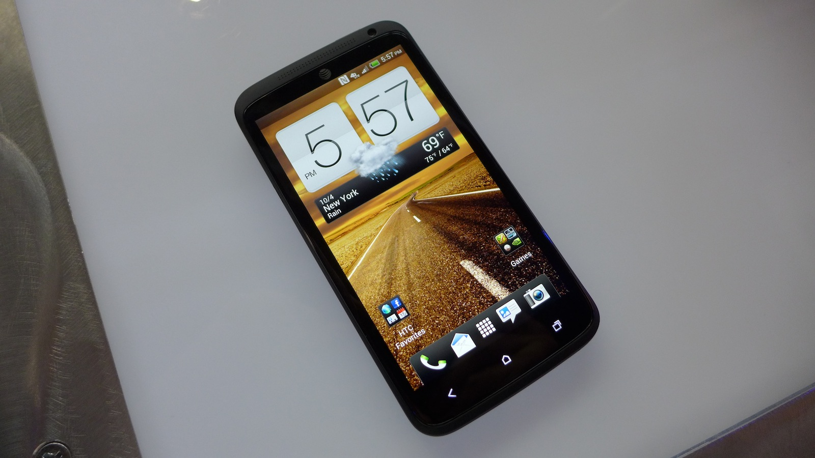Click here to read HTC One X+ Hands-On: Really Good Is Getting Better