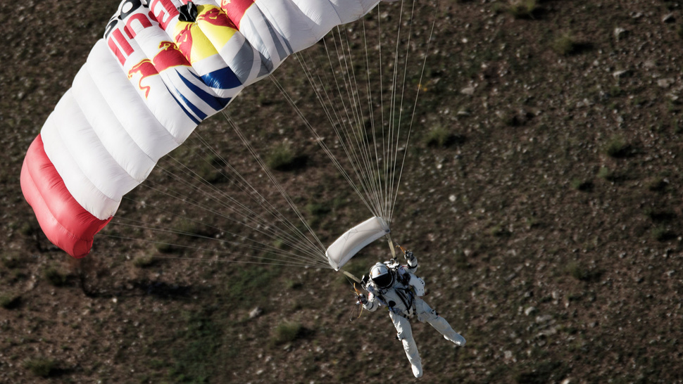 Red Bull's Supersonic Stratos Space Jump Has Been Aborted Due To Gusty Winds