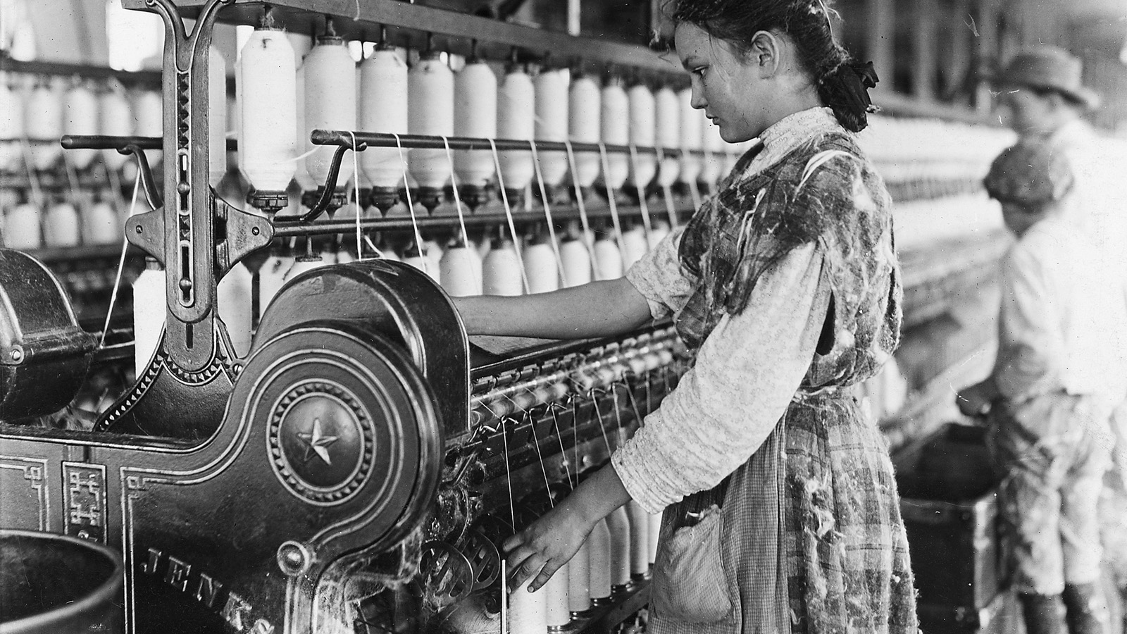 child labor industrial revolution Child labor and the british industrial revolution child labour in britain was called the victorian era, it was known for employing young children in factories and mines the first jobs for children in the industrial revolution were in water-powered cotton mills.