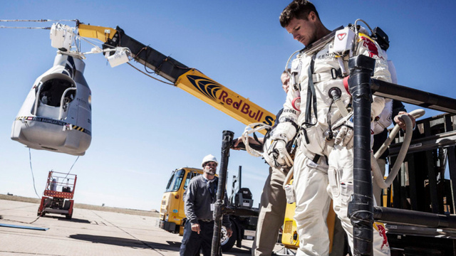 xlarge First human space jump aborted due to wind!