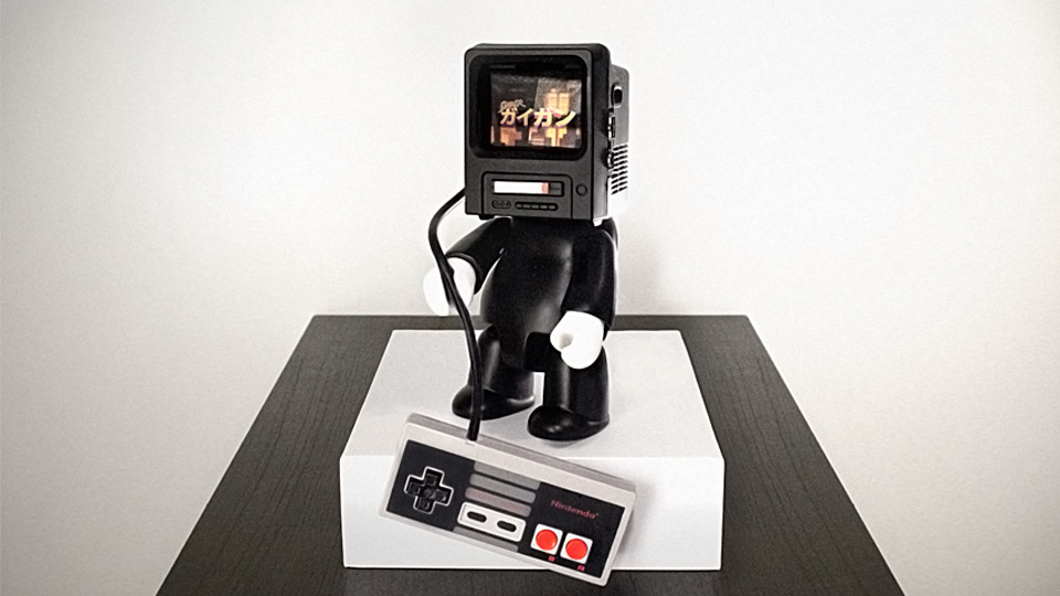 Click here to read With a Playable NES for a Head, One Vinyl Toy Is Not Completely Pointless