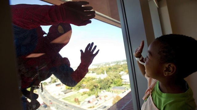 Window washers dress as superheroes to cheer up sick kids