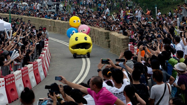 Seen In China: A Home-Made Pac-Man Vehicle In A 600-Meter Race