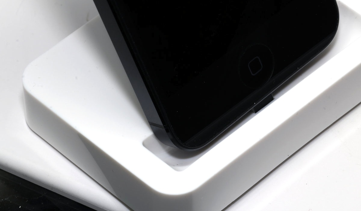 Click here to read Don't Buy an iPhone 5 Dock Because It's a Chinese Scam