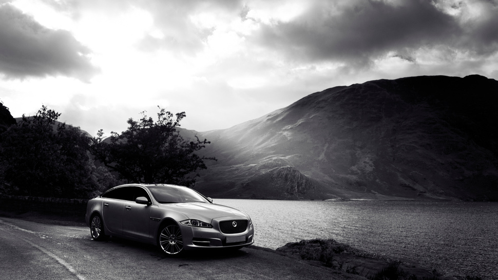 Your Ridiculously Awesome Jaguar XJL Wallpaper Is Here