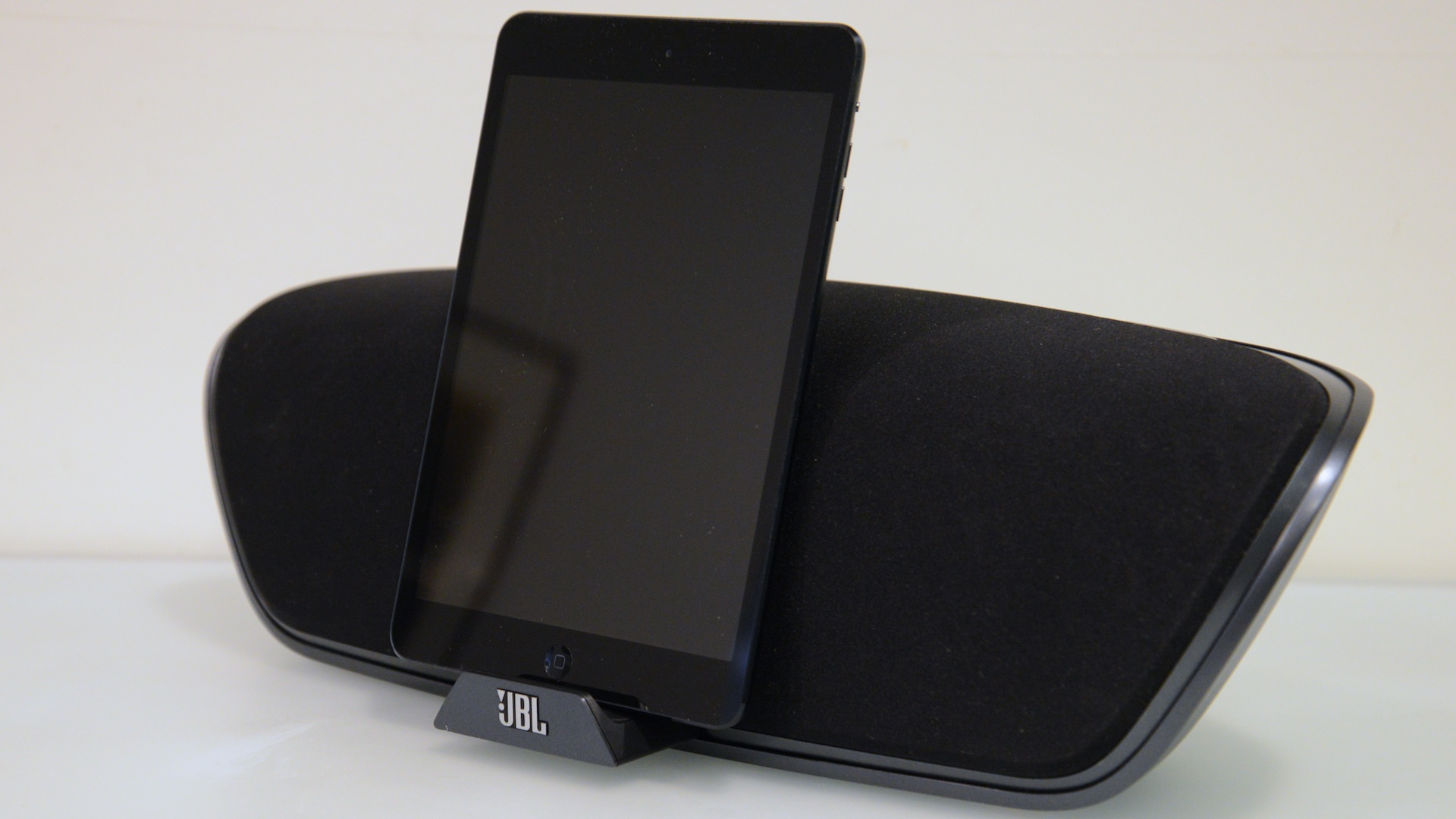 Click here to read JBL iPhone 5 Speaker Docks Hands-On: Lightning Finally Finds a Friend