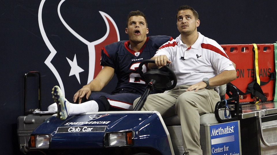 Former Texans punter sues over Reliant Stadium turf