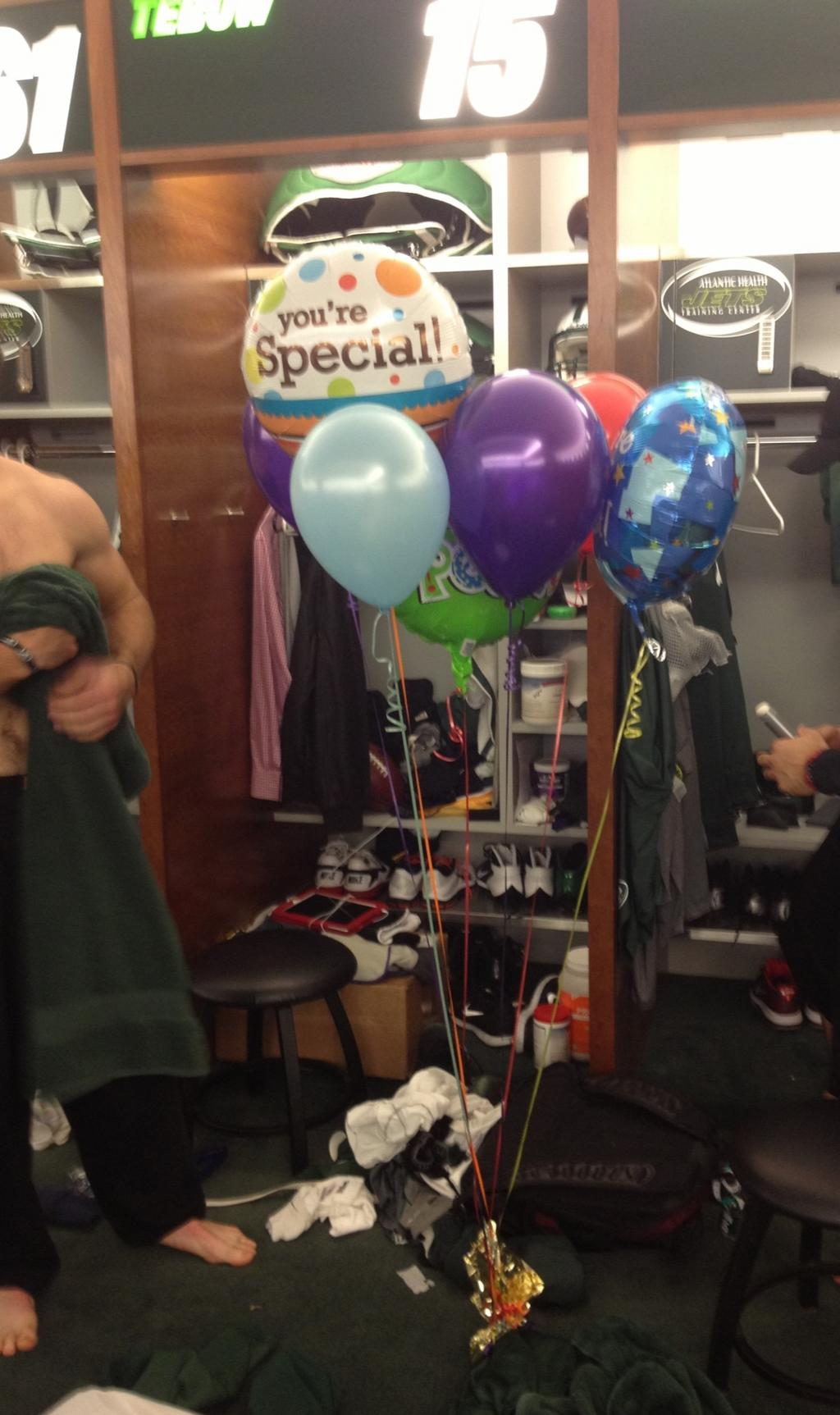 "Tim Tebow Received A ""You're Special"" Balloon Bouquet…"