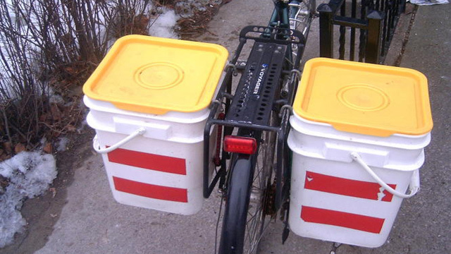 Build Bicycle Panniers from Kitty Litter Buckets