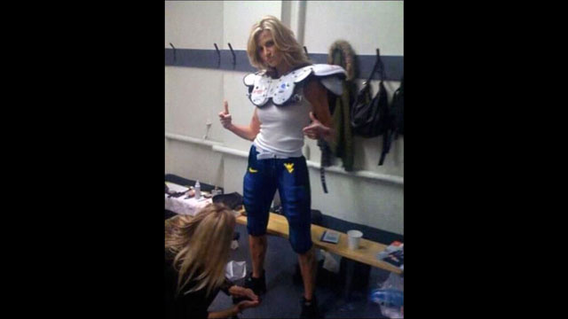 This Evening: Erin Andrews Gets Ready For Game Day At WVU