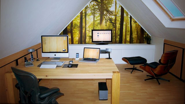 Wooden Simplicity: A Clean and Natural Home Office
