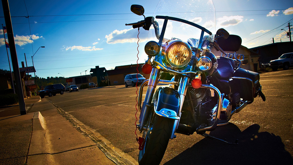 "Apple Had to Acquire Its ""Lightning"" Trademark From Harley-Davidson"