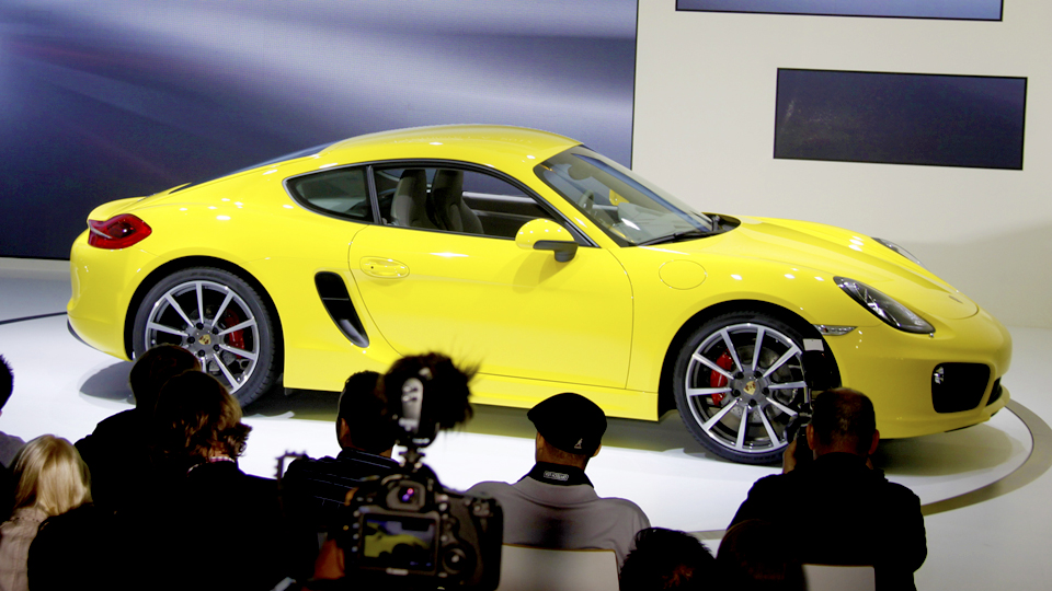 Click here to read 2014 Porsche Cayman: First Liveshots Of Stuttgart's Sexy Little Minx