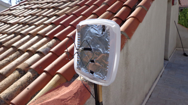 DIY Wi-Fi Antenna Cheaply Extends Your Wireless Network
