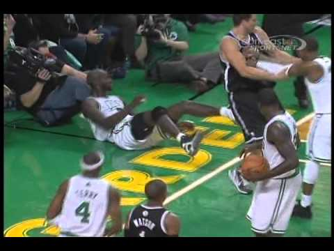 Rajon Rondo Didn't Take Too Kindly To Kris Humphries' Foul On K…