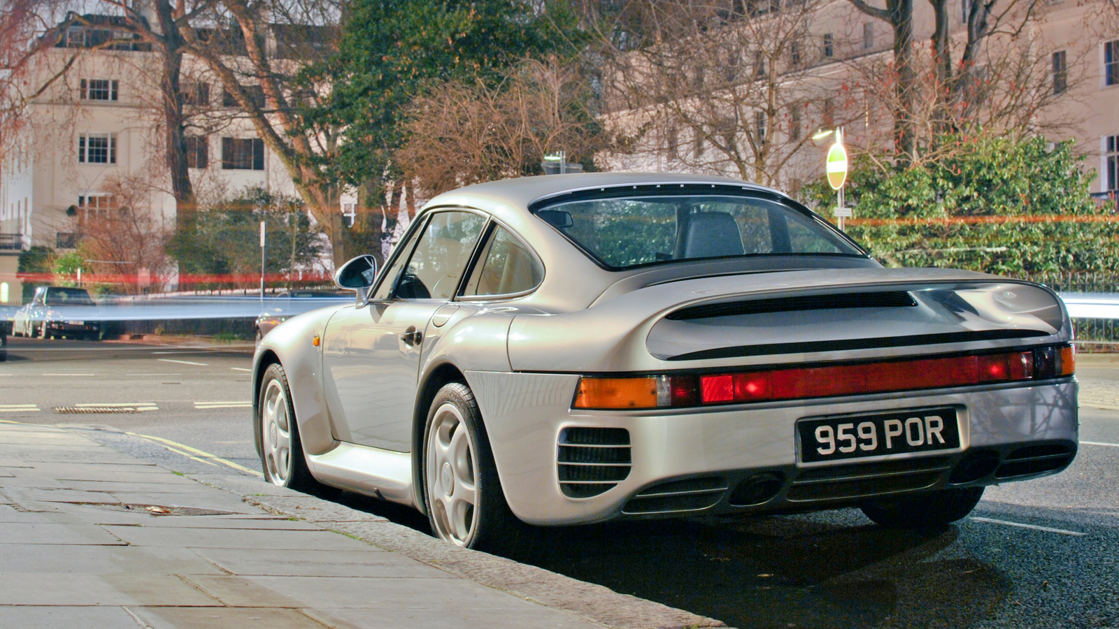 Click here to read Your Ridiculously Awesome Porsche 959 Wallpaper Is Here