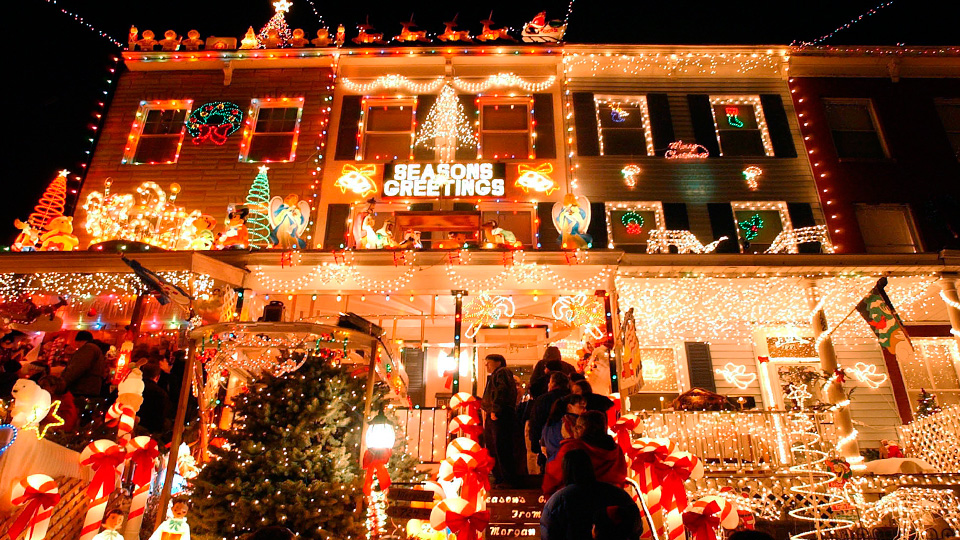 8 Ways To Over-Decorate Your Home For The Holidays