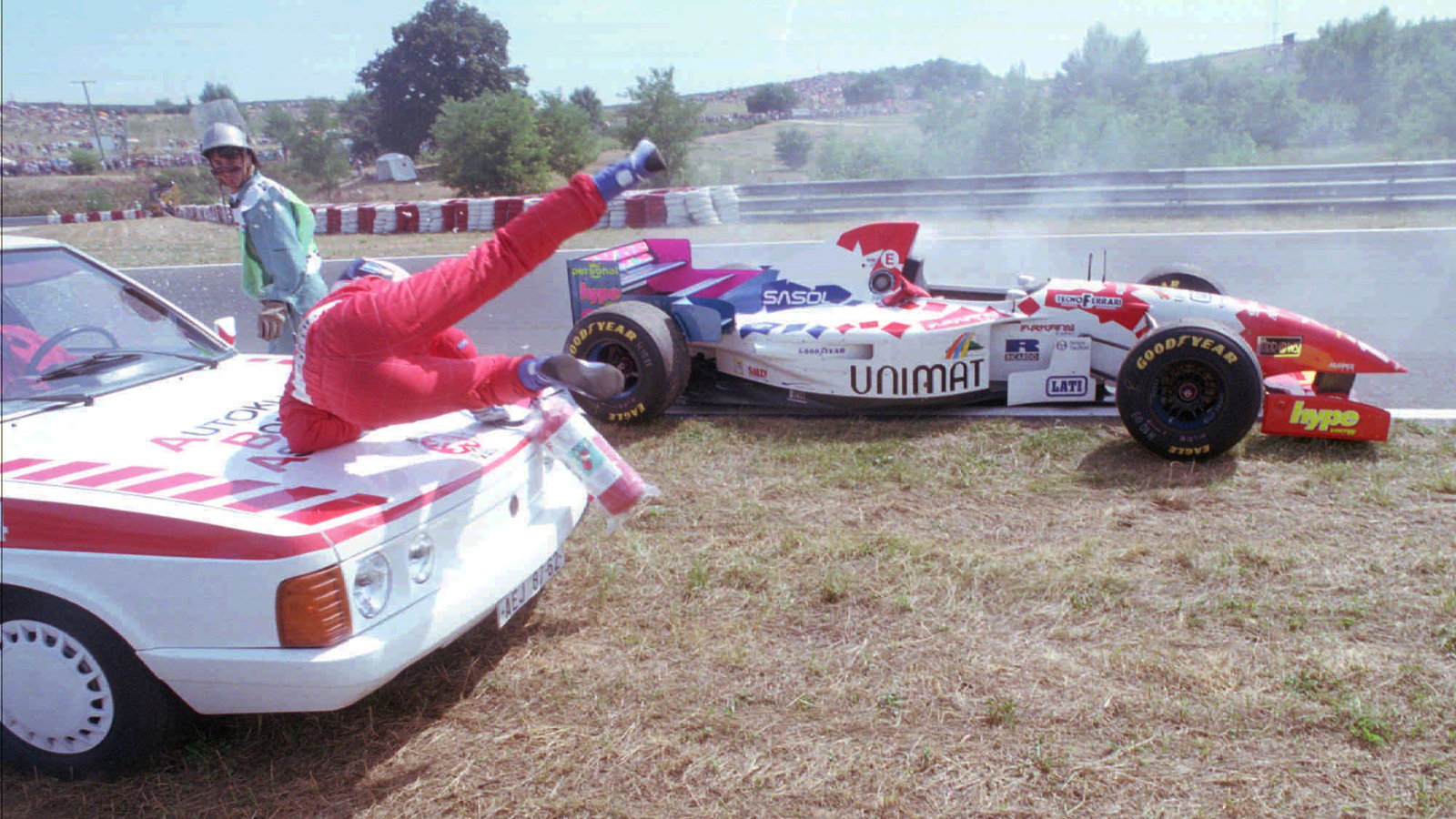Click here to read The Most Tragic-Yet-Hilarious Moment In Motorsports History