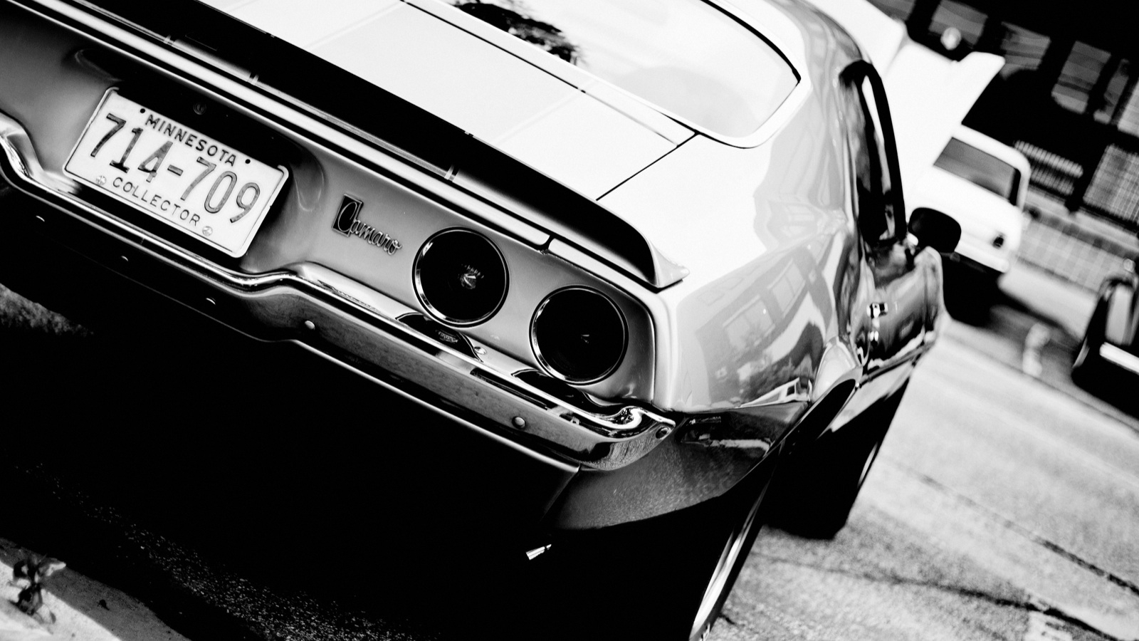 Click here to read Your Ridiculously Awesome Classic Camaro Z28 Wallpaper Is Here