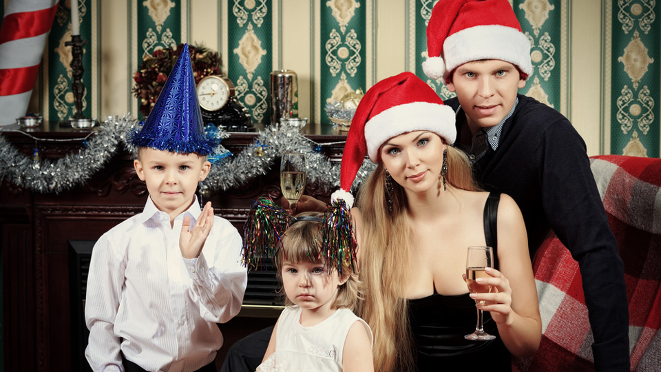 How To Take Christmas Photos That Don't Suck