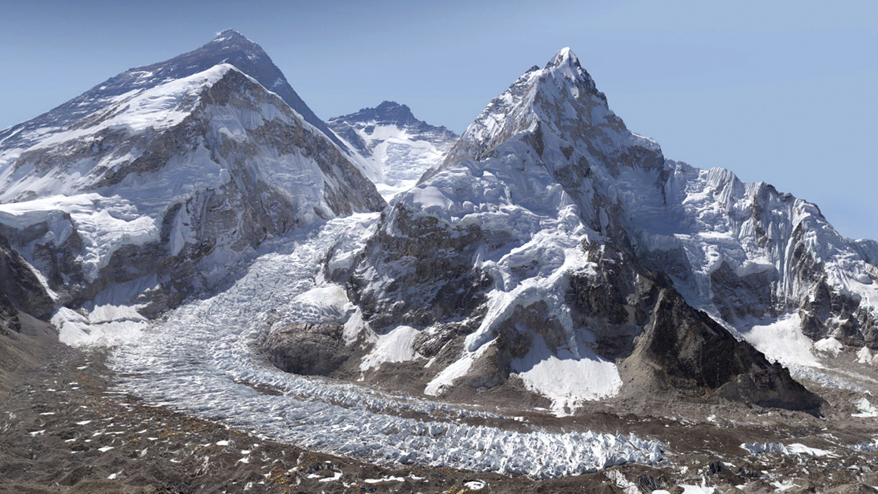 original A Stunning Four Billion Pixel Photo Is the Safest Way To Explore Mount Everest