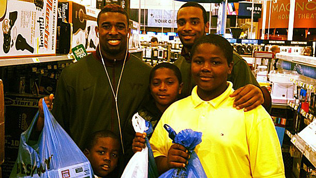 Virginia Tech Cornerback Antone Exum Took Some Random Kids At Best Buy On A $470 Shopping Spree