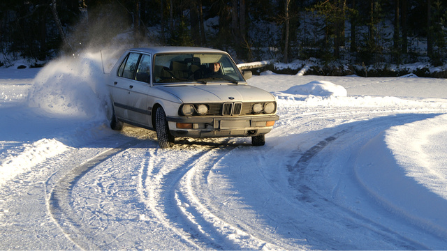 Click here to read Your Ridiculously Awesome BMW Snow Drift Wallpaper Is Here