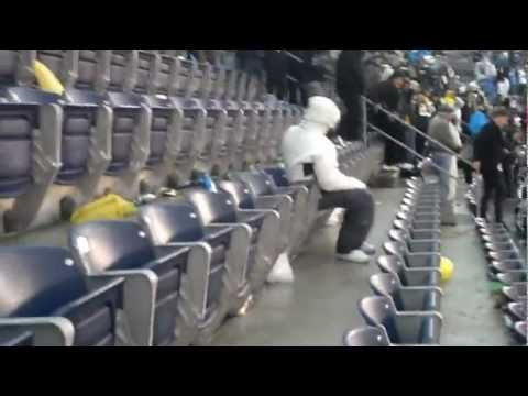 Security Kicked Out An Entire Section Of Raiders And Chargers F…