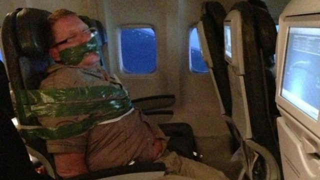 Click here to read This Is Not How You Want to Spend Six Hours on a Plane
