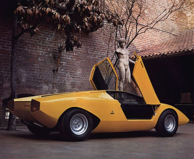 How The Stile Bertone Mantide Got Angular Rear Wheelarches