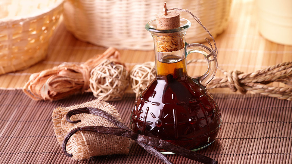 Quickly De-Stink Your House by Cooking Vanilla Extract or Any Essential Oil