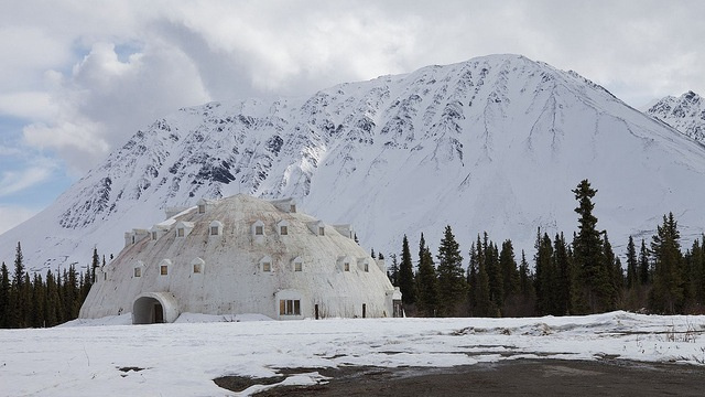 Click here to read A bizarre igloo-shaped hotel lies unfinished and abandoned in Alaska