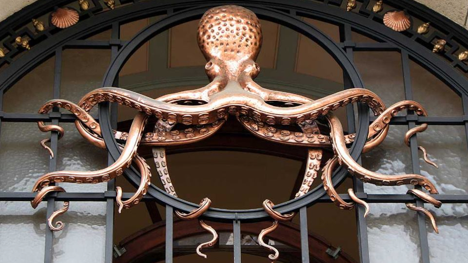 Institut Océanographique in Paris entry - the secret headquarters of the Order of the Brass Octopus ;-)
