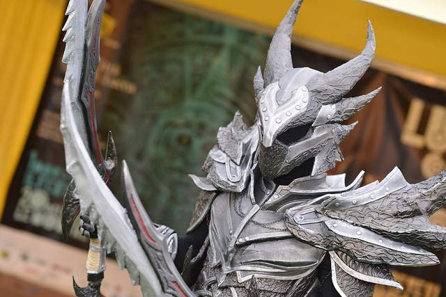 Real Man Becomes Walking Horror Inside Skyrim's Daedric Armour