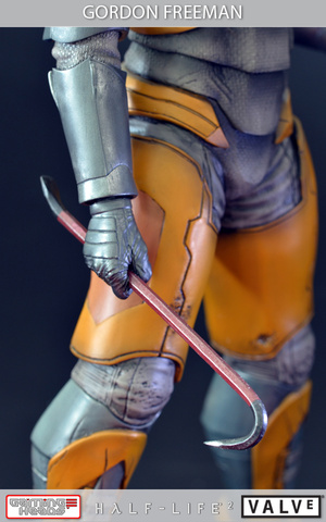 Giant 20-Inch Gordon Freeman Statue Keeps Headcrabs Off Your Bookshelf