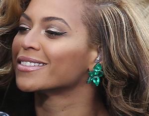 Beyonce's Emerald Earrings Cost More Than Your Dream House (with Gold Pool) (and Gold Lifeguard)