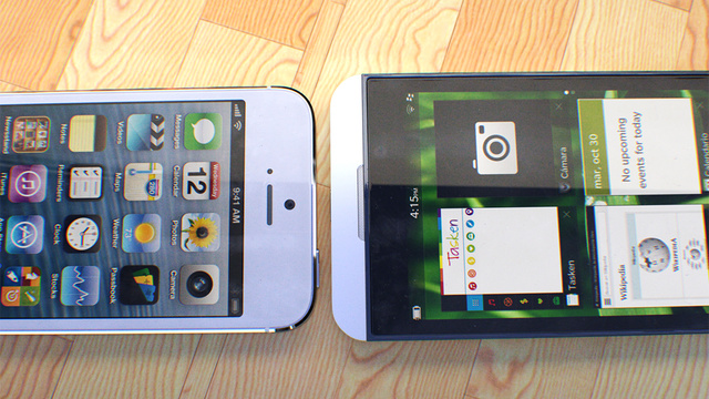 Gambar Apple iPhone 5 Vs Blackberry 10