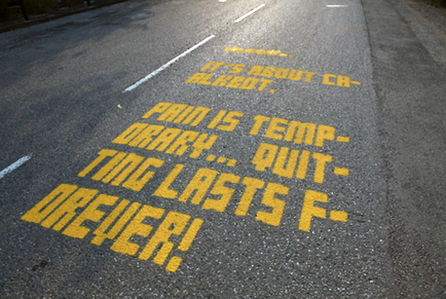 Chalkbot Pneumatically Sprays 100,000 Graffiti Messages During Tour De France