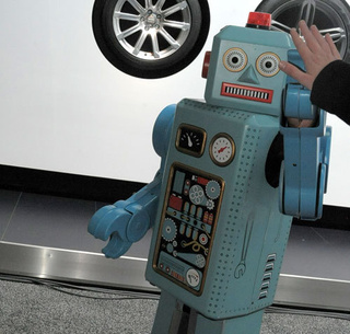 Wert Interviews Kia's Creepy Human-Powered Robot