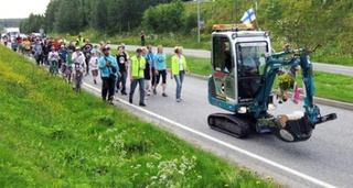 Excavator Man Gets 100,000 Facebook Friends, Drives Across Finland