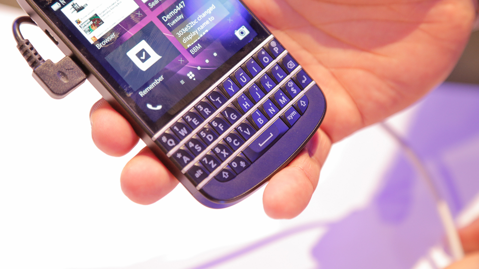BlackBerry Q10 Hands On: We Missed You, QWERTY