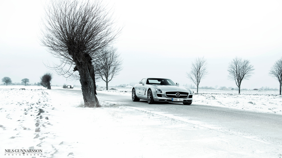 Your Ridiculously Snowy Mercedes-Benz SLS AMG Wallpaper Is Here
