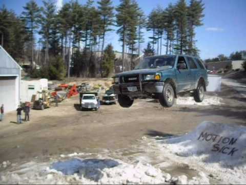 Click here to read Whoa, This Isuzu Rodeo Jump Is Huge