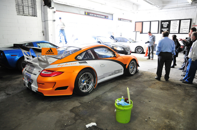 Gallery: Porsche 911 GT3R Hybrid: New York Parking Stinks