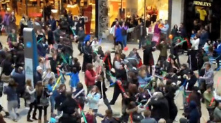 Jedi Flash Mob Liberates Mall From The (British) Empire