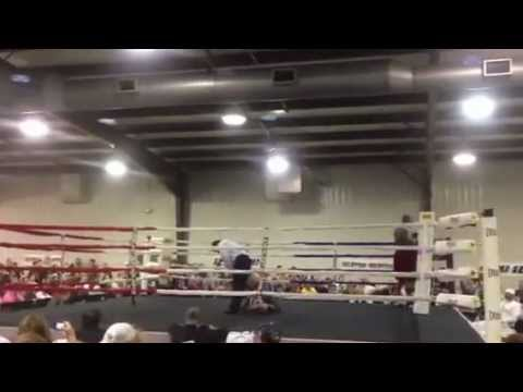 NFL Player Ray Edwards Is A Boxer Now, And He Can Knock Guys Ou…