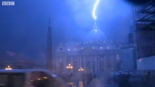 Watch Lightning Strike St. Peter's Basilica Shortly After the Pope's Resignation