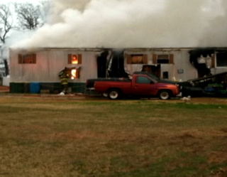 Hero Pit Bull Rushes to Rescue Humans and Dogs from Burning Home
